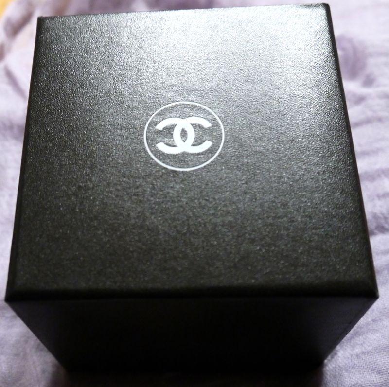 シャネルでノベルティの箱の写真