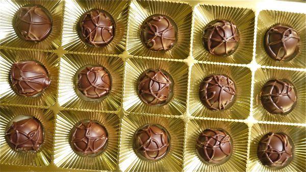 マカダミアナッツチョコレートの画像