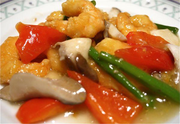 上海蟹とエビと野菜の炒めものの写真
