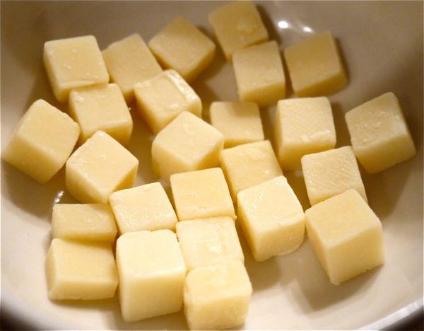 ナチュラルチーズのコンテの写真