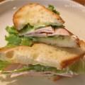 ハムとチーズのホットサンドイッチの画像