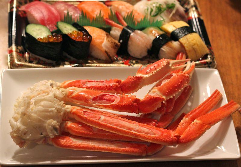 カニとお寿司の画像