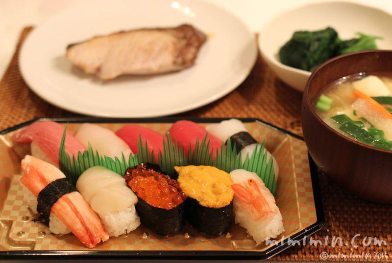 お寿司とブリの写真