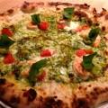 小海老とアボガド ジェノバソースの石窯ピザの写真