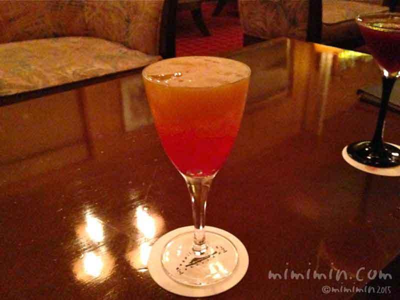 軽井沢万平ホテルのバーのオリジナルカクテル・軽井沢の夕焼けの写真