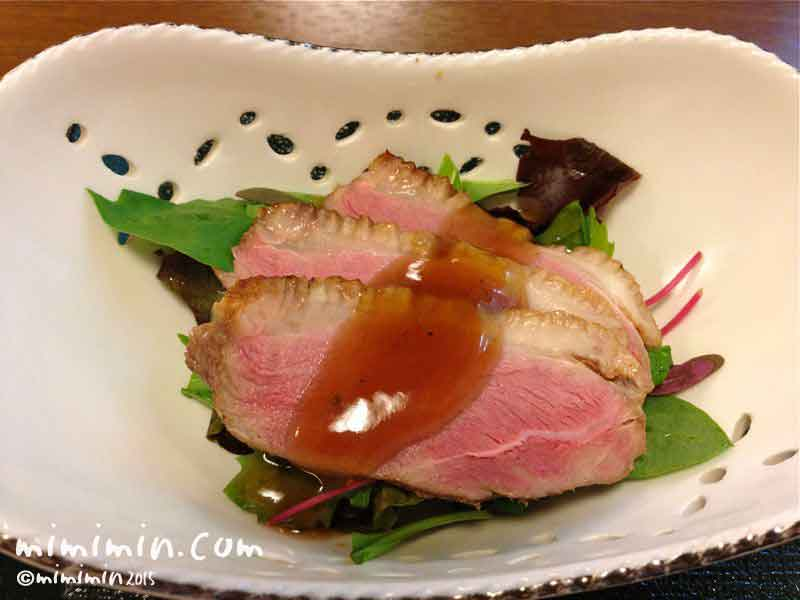 割烹 熊魚菴・軽井沢万平ホテルの鴨のサラダの写真