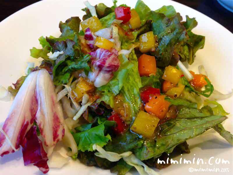 軽井沢アウトレットのコムサカフェのサラダの写真