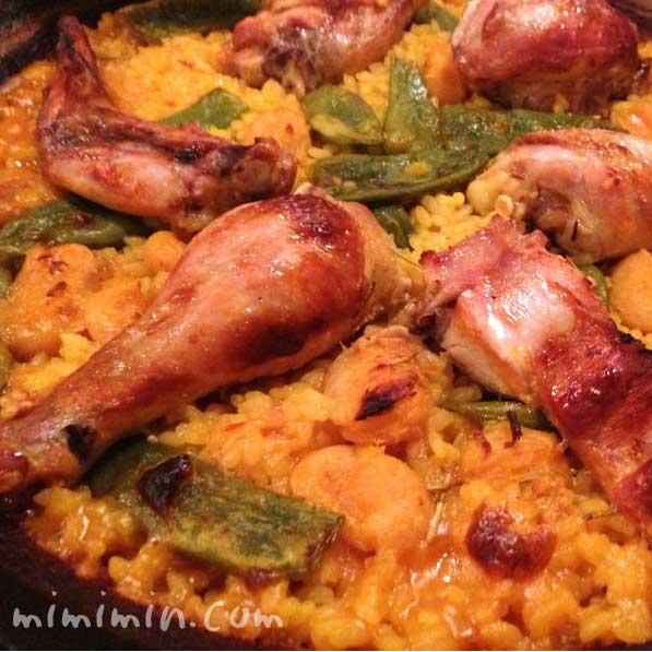 バレンシアパエリア(ウサギと鶏肉のパエリア)の写真