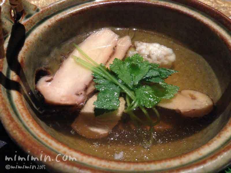 松茸とハモの土瓶蒸しの写真