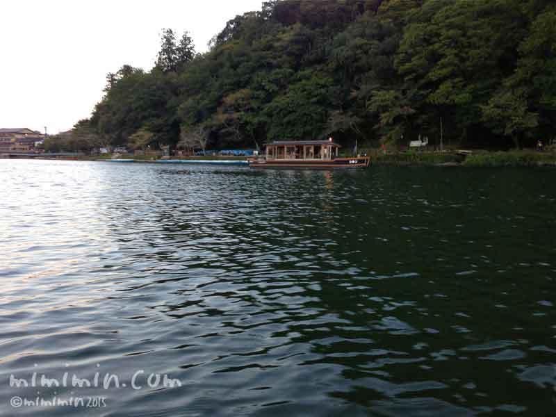 京都の嵐山の屋形船の画像