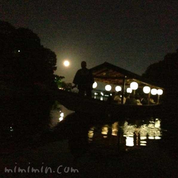 嵐山の屋形船でお月見の写真