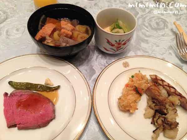 ビュッフェの料理の画像
