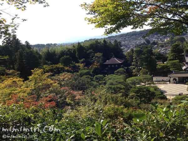 京都東山から見る銀閣寺の写真