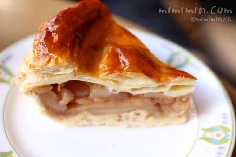 万平ホテルのカフェテラスの伝統のアップルパイ