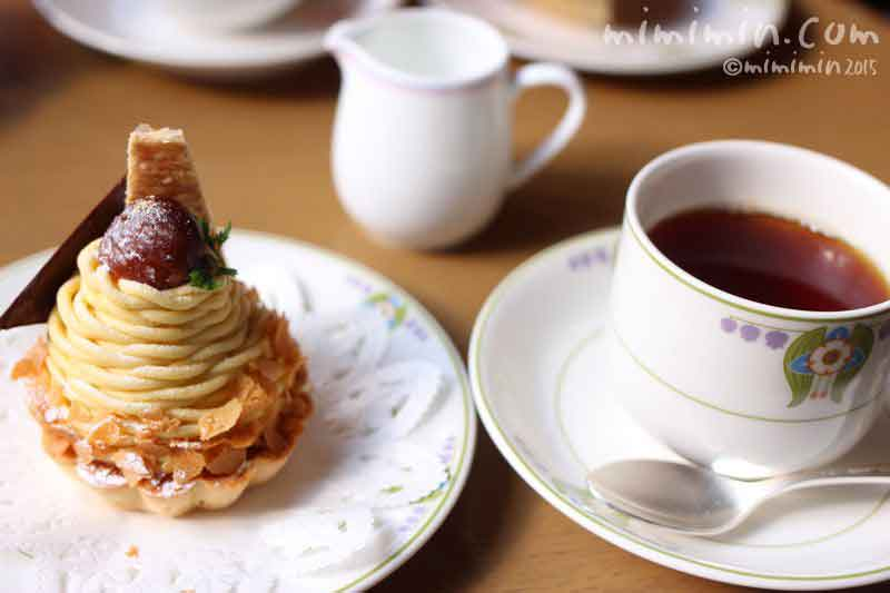 万平ホテルのカフェテラスのケーキセットの画像