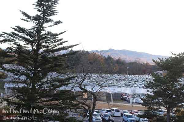 軽井沢アウトレットの駐車場の写真
