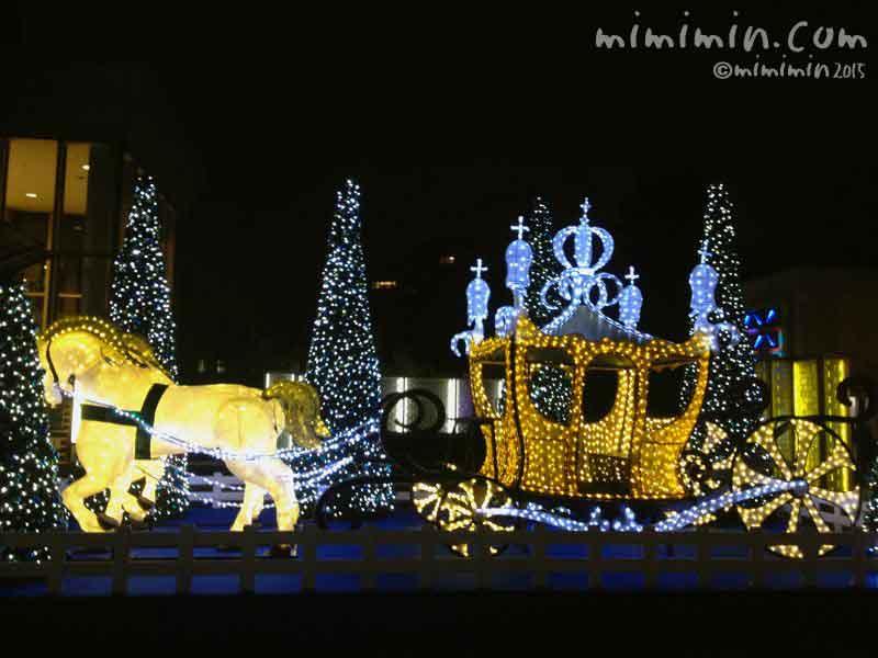 代官山アドレス・ディセのクリスマスの黄金のイルミネーションの馬車の写真
