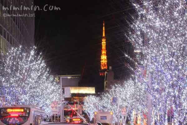 けやき坂と東京タワーのライトアップの写真