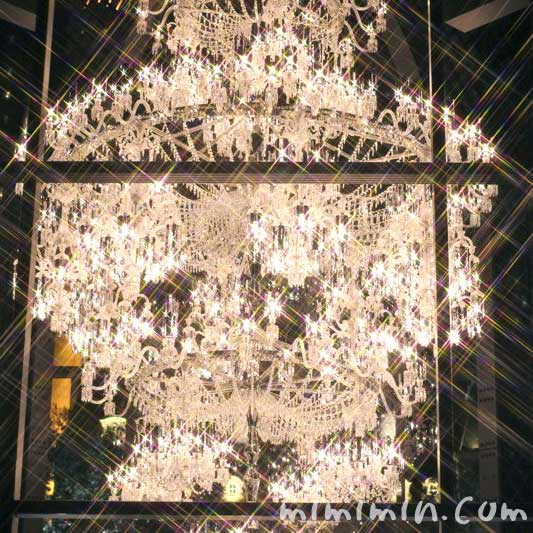 イルミネーションのバカラのシャンデリアの写真