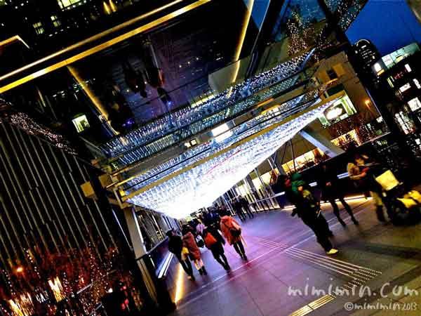 グランフロント大阪の連絡通路の写真