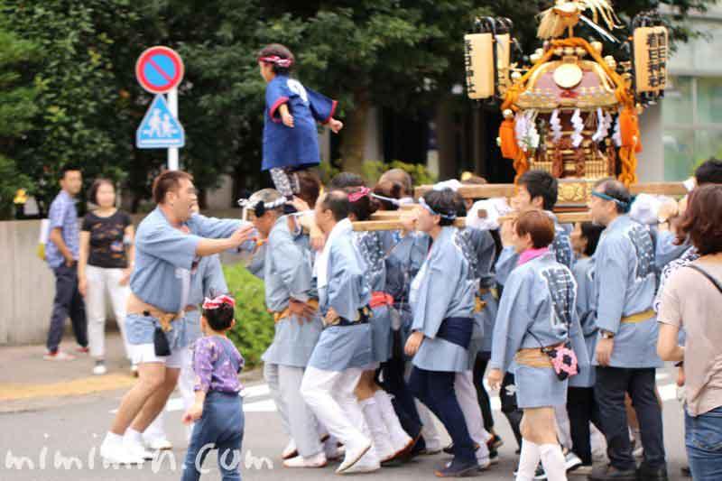 目黒三田春日神社 例大祭のお神輿の写真