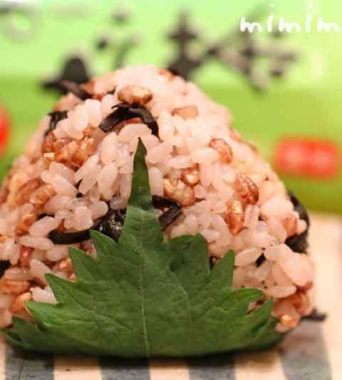 もち麦ごはんの炊き方(レシピ)&もち麦ごはんのおにぎり|おにぎりアクション!