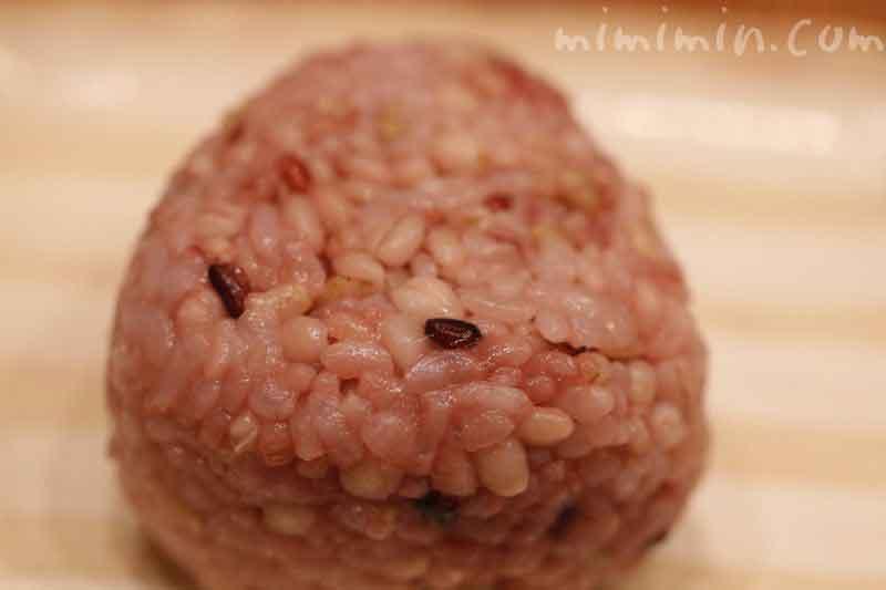 雑穀米ともち麦ごはんおにぎりの画像