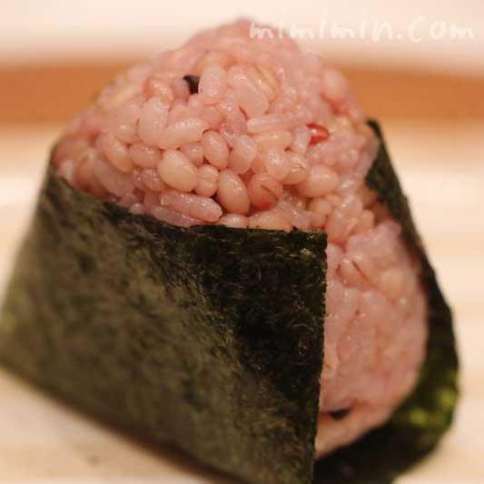 雑穀米ともち麦のおにぎりの画像