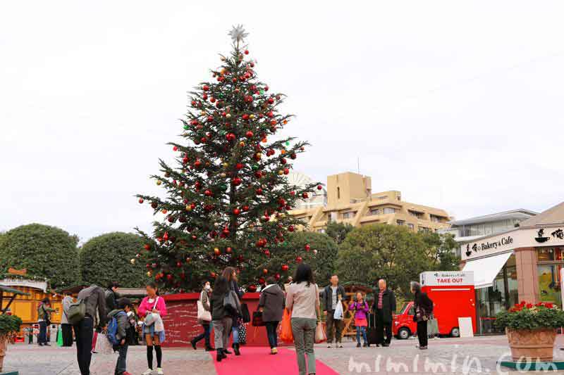 恵比寿ガーデンプレイスのクリスマスツリー(2016年の昼)の画像
