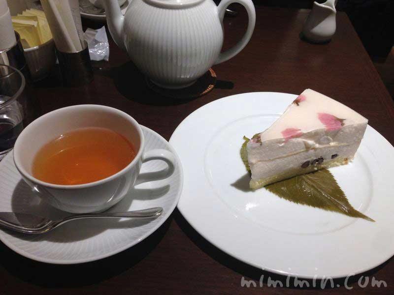 さくらケーキとさくらんぼの紅茶 ハーブス・アトレ恵比寿店の画像