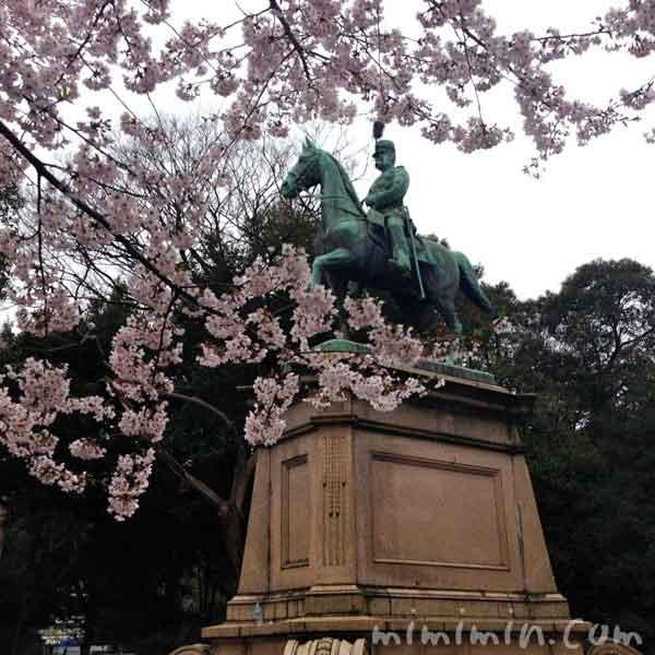 小松宮彰仁親王像の写真