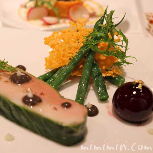 軍鶏胸肉と鴨のフォアグラのデュオ、トリュフの香るさやいんげんのサラダの画像youha.minamino@facebook.com