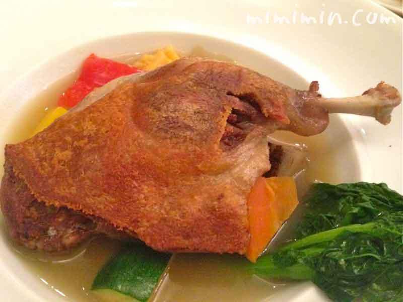 フランス 鴨骨付きもも肉のコンフィー 柴海さんのお野菜たっぷりポトフの写真