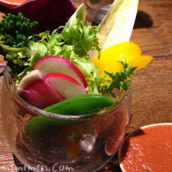 なかもぐろ(中目黒の鴨料理専門店)・彩り野菜の自家製ディップの写真