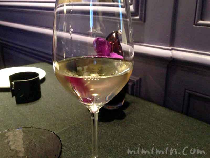 白ワイン(ラ ターブル ドゥ ジョエル・ロブション)の写真