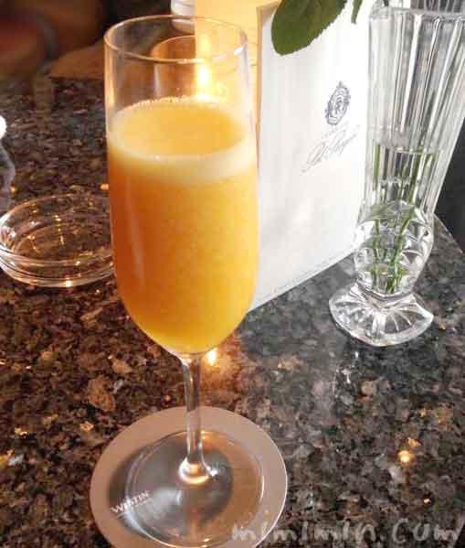 マンゴージュースとシャンパンのカクテルの写真