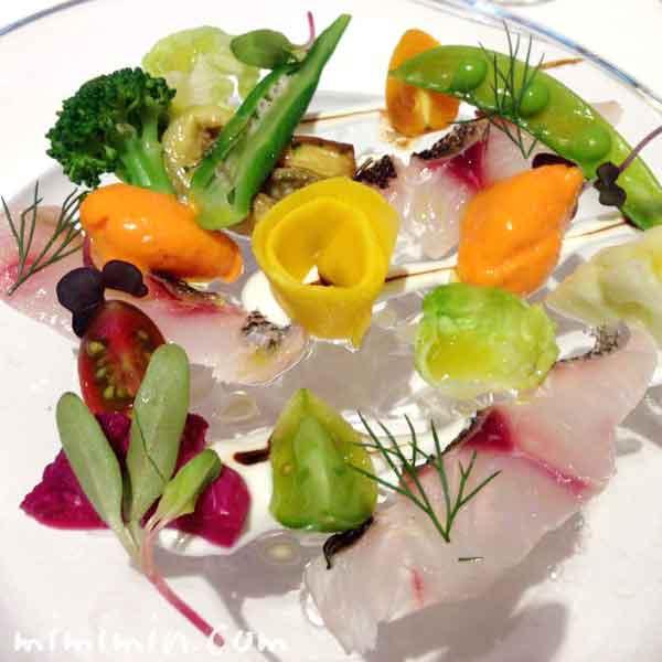 夏の旬魚のマリネと赤パプリカのムース 色とりどりのお野菜(リストランテASO)の画像