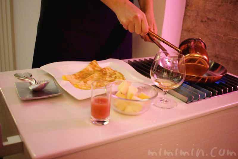 クレープ・シュゼット季節のフルーツ添え|アンリ・シャルパンティエの画像