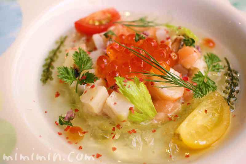 魚介類のマリネのタルタル アボカドのクリームとトマトのゼリーのハーモニー(モナリザ)の画像