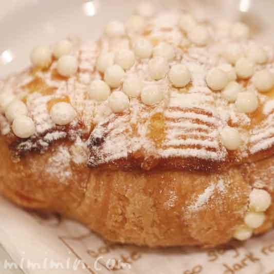 甘夏とパッションフルーツのクロワッサン|ロブションのパン