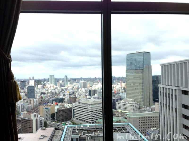 シャングリ・ラ ホテル東京(ザ・ロビーラウンジ)の窓の景色の写真