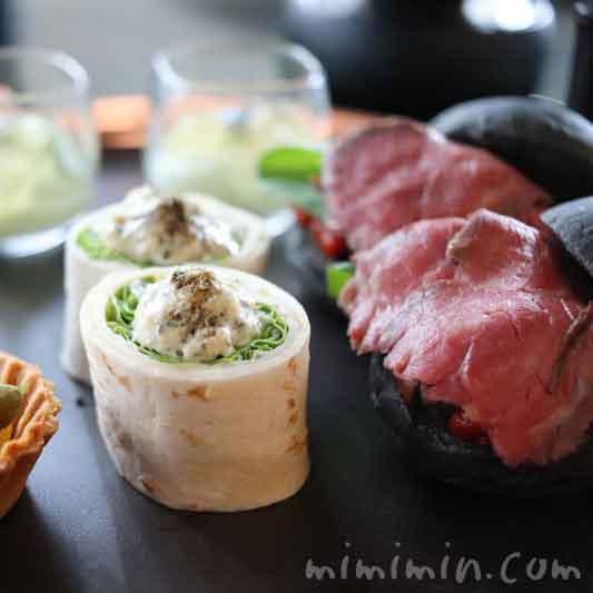 軽食|ザ・ラウンジbyアマンのブラックアフタヌーンティー|アマン東京のアフタヌーンティー