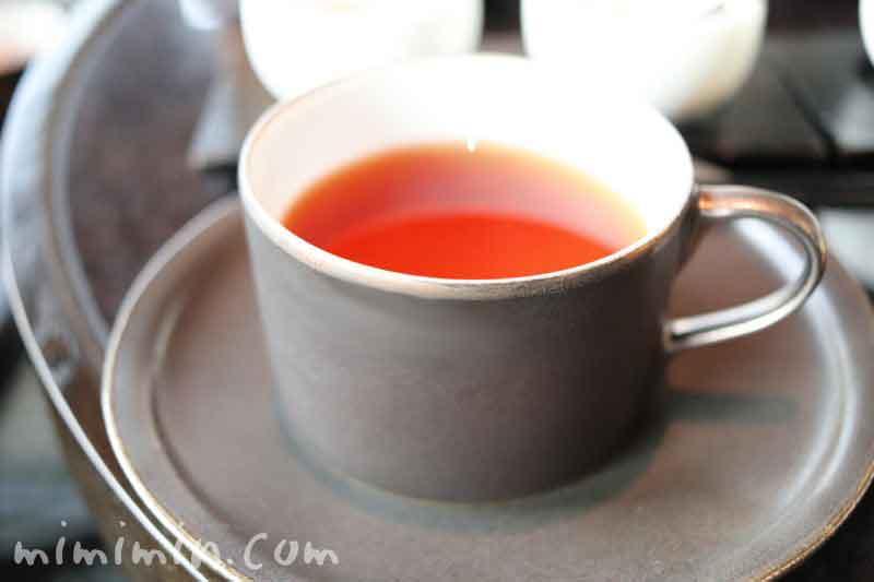 紅茶|ザ・ラウンジbyアマンのブラックアフタヌーンティーの写真