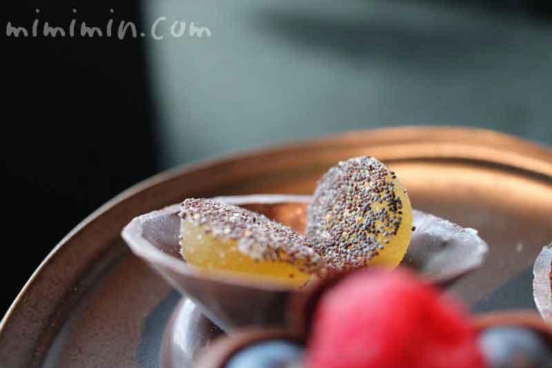 ダイヤモンドの器と青リンゴのパートドフリュイ|アマン東京のアフタヌーンティーの写真