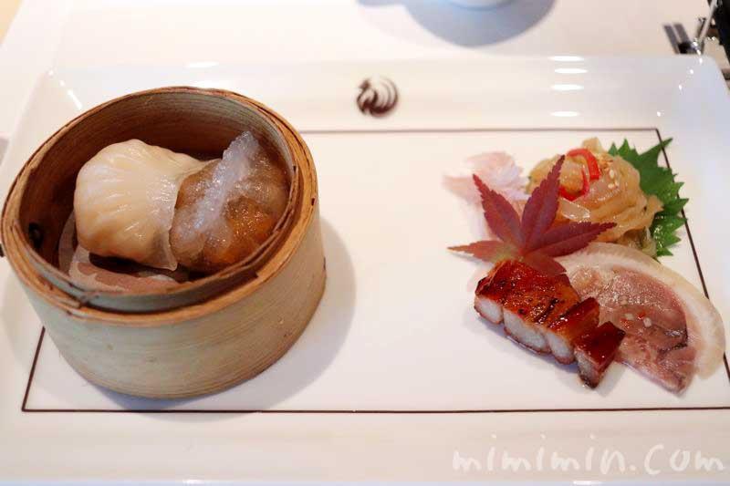 手作り点心と広東式焼き物入り前菜盛り合わせの画像