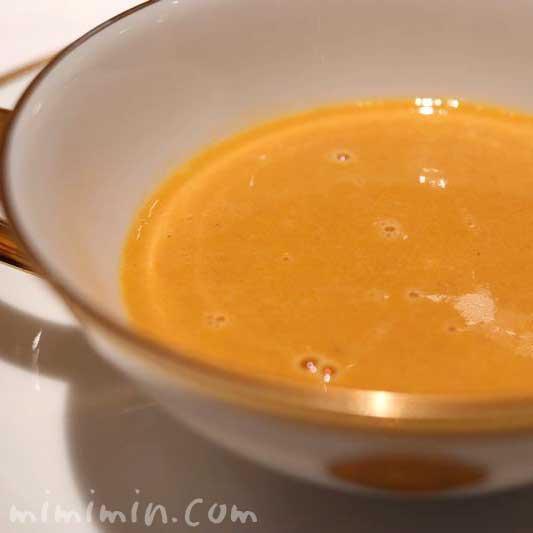 オマール海老のジュレとカリフラワークリームスープの写真