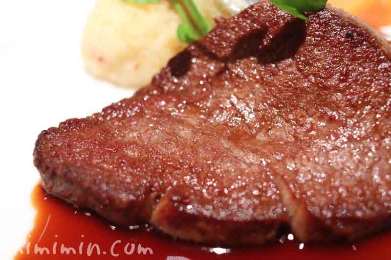 飛騨牛フィレ肉のステーキ|資生堂パーラー(銀座本店レストラン)資生堂パーラー(銀座本店レストラン)のコースのメイン料理の写真