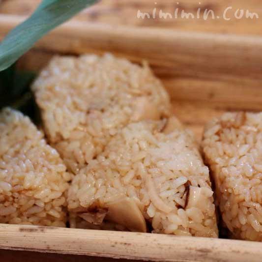 松茸の炊き込みご飯のおにぎりのお持ち帰り|和の食 いがらしの写真