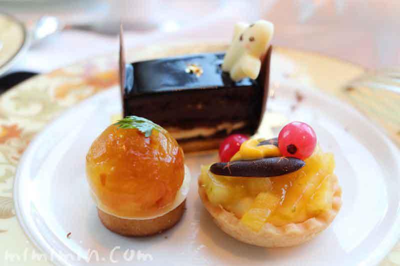 アップルコンポートとローズマリーのタルト|無花果のタルト|クラシックオペラ|シャングリ・ラ ホテル東京のアフタヌーンティーの写真