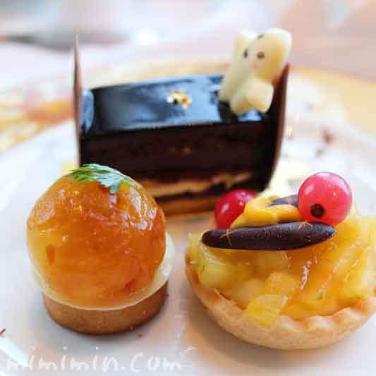 アップルコンポートとローズマリーのタルト|無花果のタルト|クラシックオペラ|シャングリ・ラ ホテル東京のクラシックアフタヌーンティーの画像